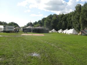 Der Lagerplatz ist fertig eingerichtet und bietet Platz für die über hundert Teilnehmer